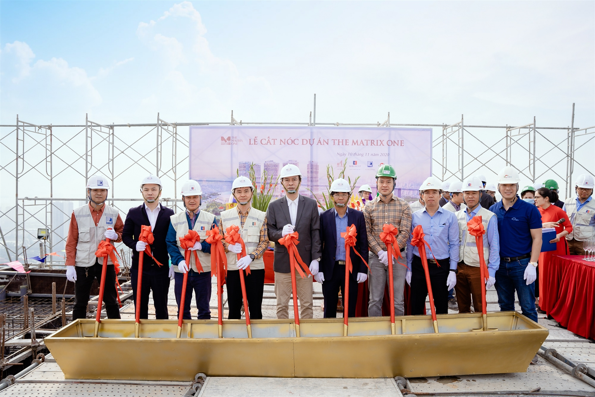 MIKGROUP FINISHES ON SCHEDULE AS THE MATRIX ONE'S TOPPING-OUT CEREMONY COMMENCES